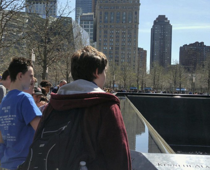 Students look at monument in NYC